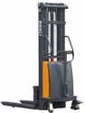 Picture of EA15C   Semi Electric Straddle Stacker   3,300 lb   9.95 Ft Lift Capacity