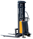 Picture of EA15B   Semi Electric Straddle Stacker   3,300 lb   9.95 Ft Lift Capacity